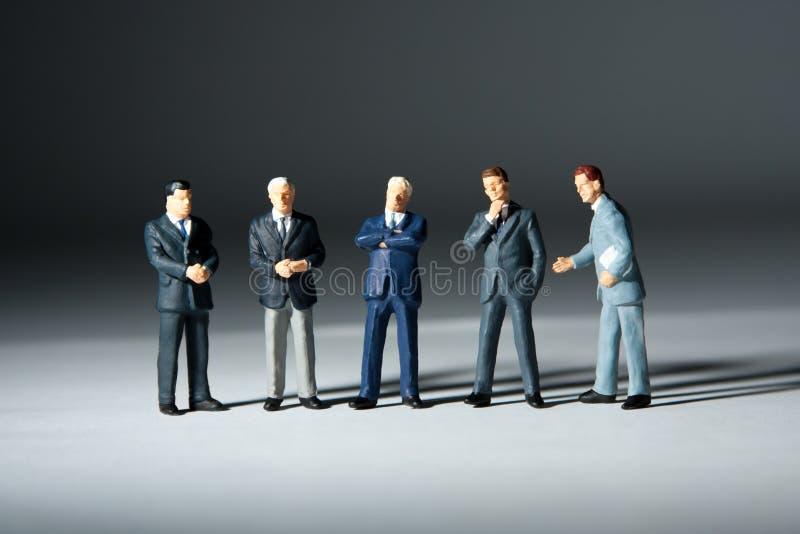 Figurines miniatures d'équipe réussie d'affaires photographie stock
