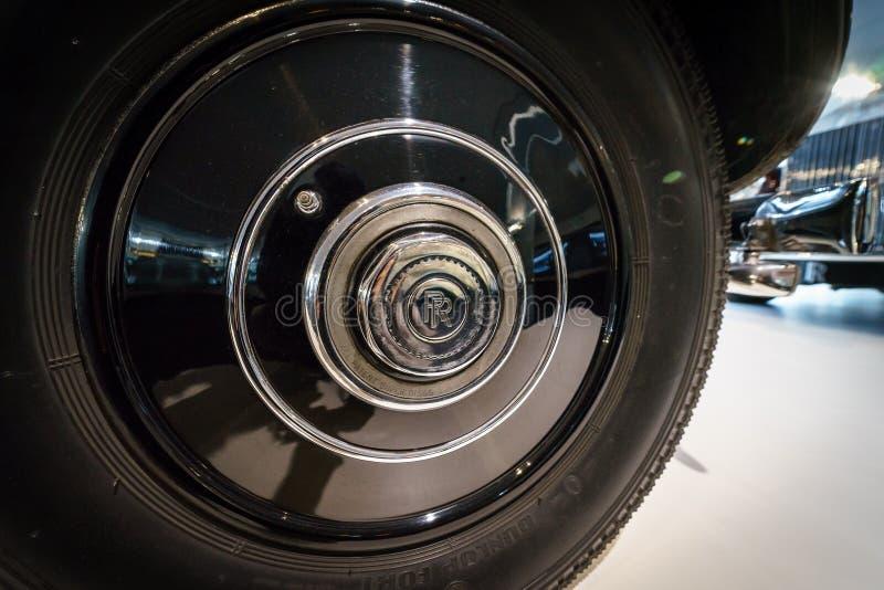 Fijación de ejes del coche de lujo Rolls-Royce Phantom III Limousine que viaja, 1937 imagen de archivo