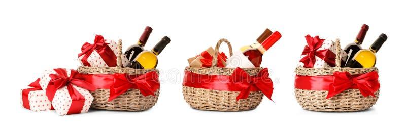 Fije con las cestas y el vino del regalo foto de archivo