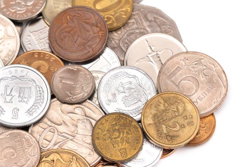 Fije de diversas monedas de todo el mundo imagen de archivo
