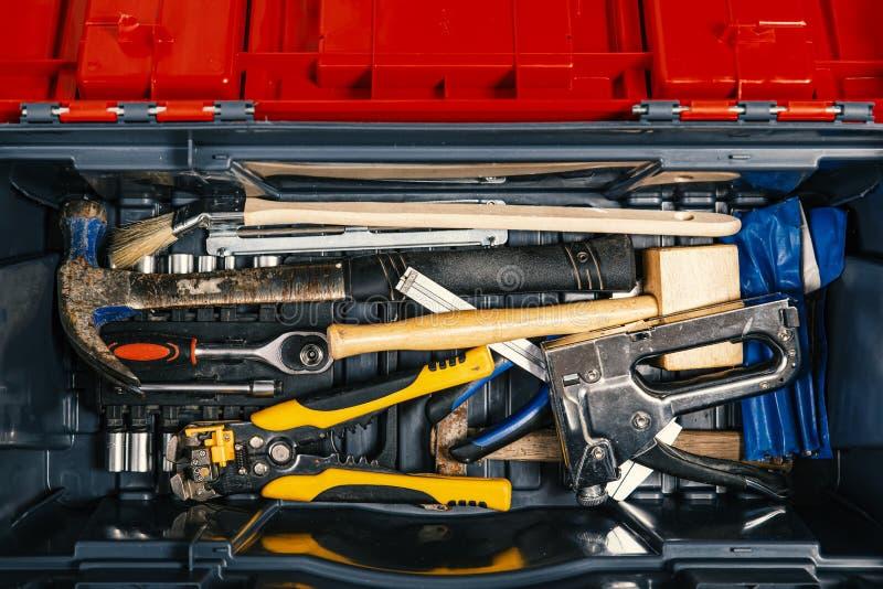 Fije de las herramientas de trabajo en la caja de herramientas, visión superior Tema de DIY imagen de archivo libre de regalías