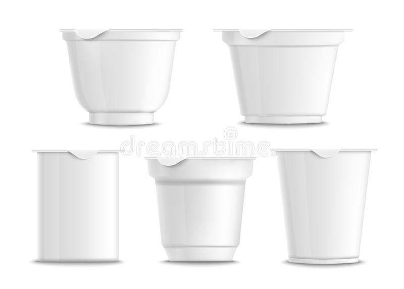 Fije de los envases plásticos blancos vacíos y en blanco del yogur ilustración del vector
