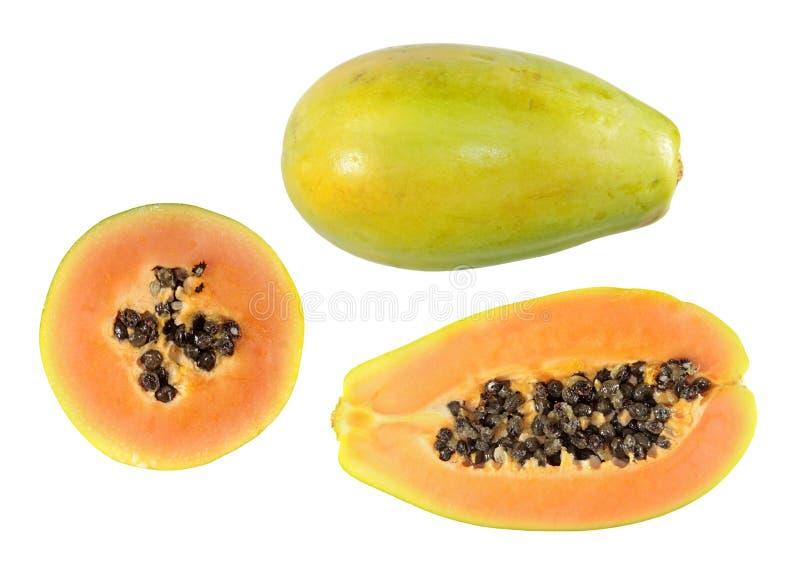 Fije de medio corte y de las frutas enteras de la papaya aislados en el fondo blanco fotos de archivo libres de regalías