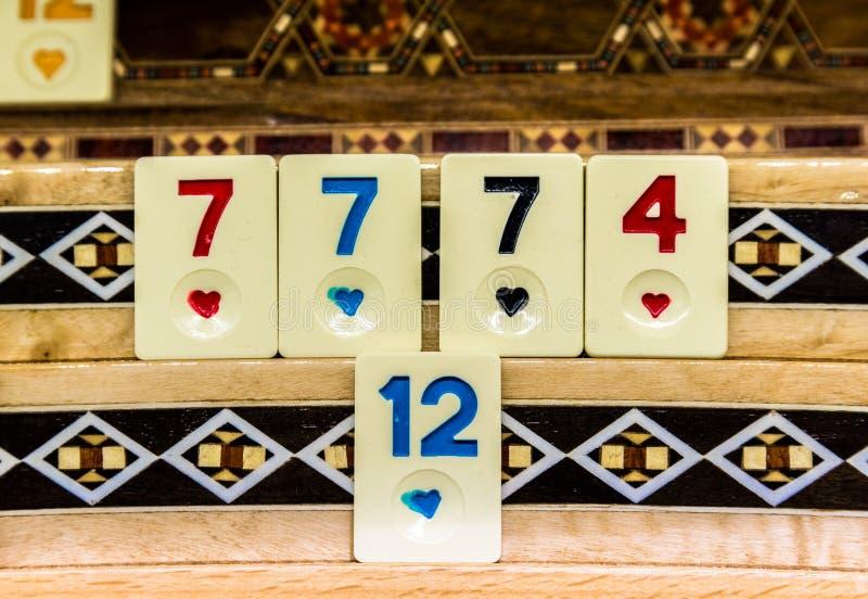Fije de pedazos de un juego tablero llamado Okey imagen de archivo libre de regalías