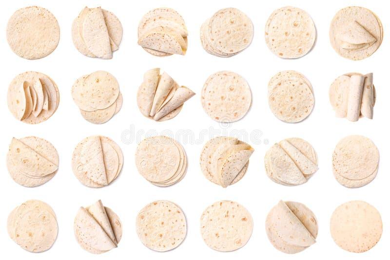 Fije de tortillas deliciosas en el fondo blanco, visión superior fotografía de archivo