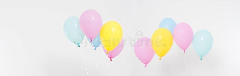 Fije, fondo coloreado collage de los globos Celebración, días de fiesta, concepto del verano Plantilla del diseño, cartelera o es imagen de archivo libre de regalías