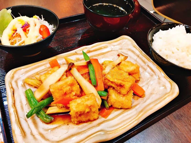 Fije Stir fried mezcl? verduras con el queso de soja frito imagenes de archivo