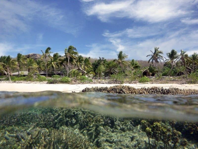 Fiji, uma ilha no arquipélago de Yasawa fotografia de stock royalty free