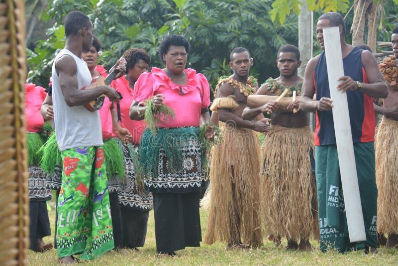 Fijian inheemse dansers stock afbeeldingen