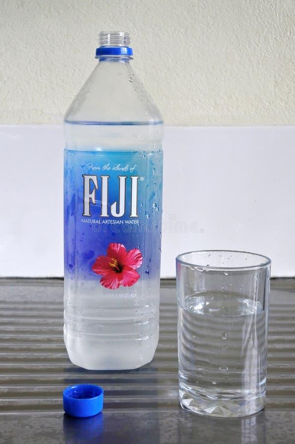 FIJIANSKT vatten - naturligt Artesian buteljerat vatten royaltyfria bilder