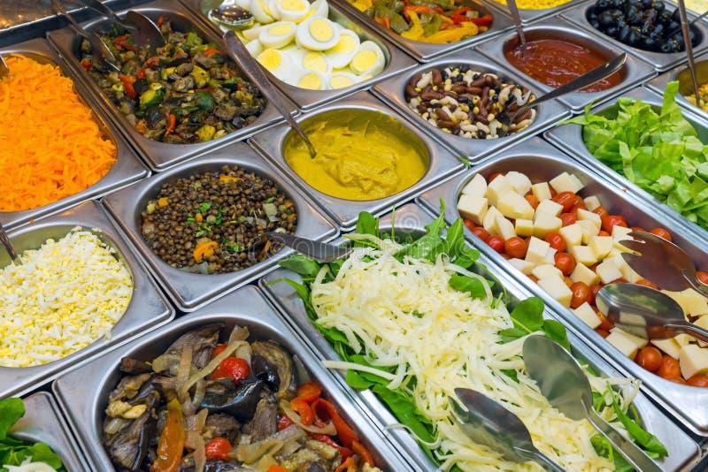 Fijn saladebuffet royalty-vrije stock afbeeldingen