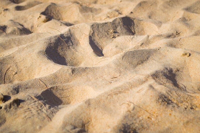 Fijn strandzand in de de zomerzon stock afbeeldingen