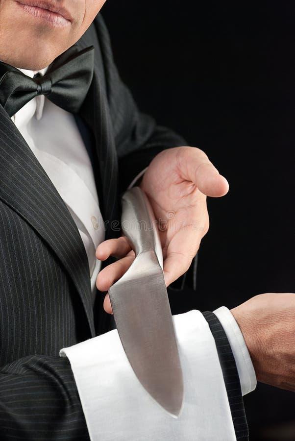 Fijne Dinerende Kelner Presenting Knife royalty-vrije stock foto's