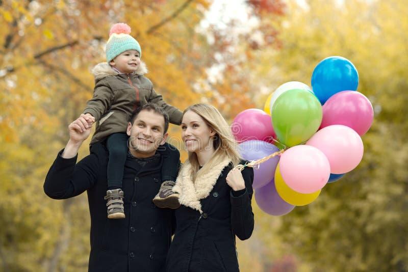 Fijne familie met een klein kind stock foto