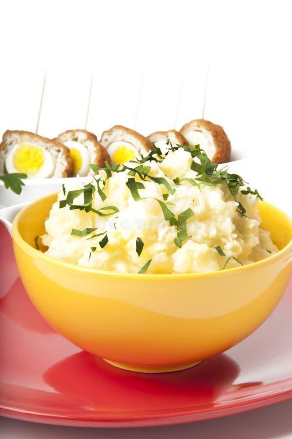 Fijngestampte aardappels en vleesballetjes stock afbeeldingen
