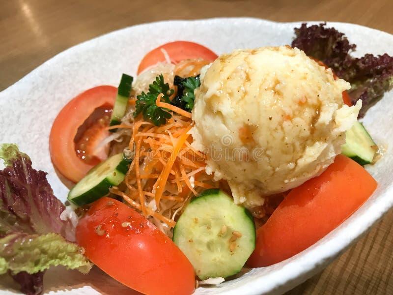 Fijngestampte Aardappelsalade dicht omhoog stock fotografie