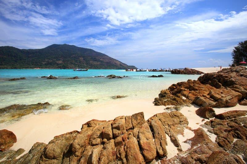 Filón y costa en la playa de la isla de Lipe del mar de Andaman, adentro foto de archivo