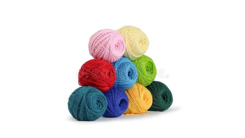 Fil color? pour tricoter, boules des fils de coton de diff?rentes couleurs photographie stock