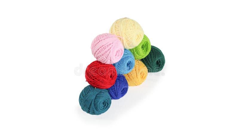 Fil color? pour tricoter, boules des fils de coton de diff?rentes couleurs photos stock