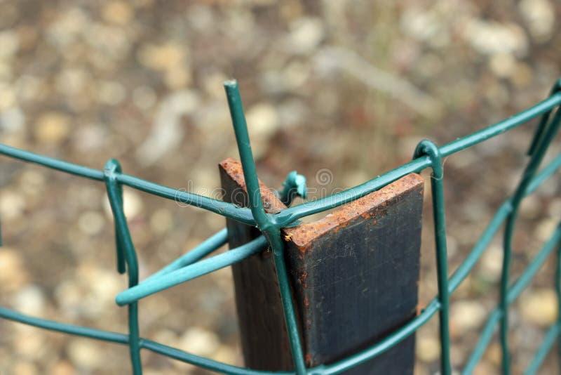 Fil dangereux sur la clôture photo libre de droits