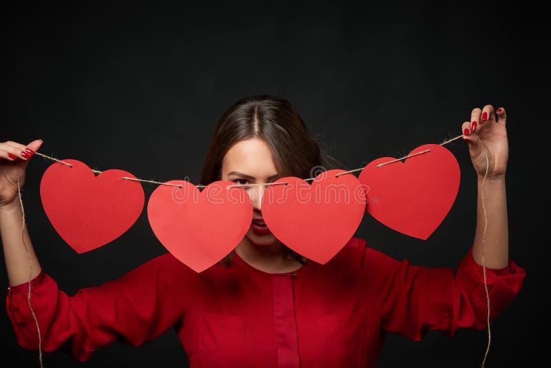 Fil de participation de femme avec quatre formes de coeur photo stock