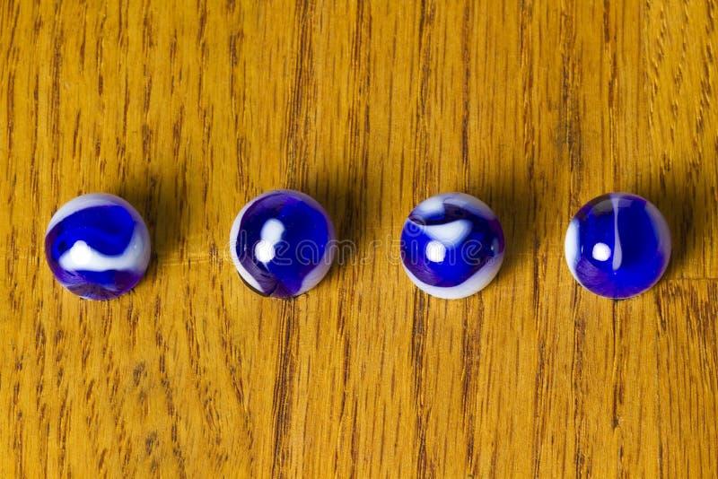 Fila azul de los mármoles fotos de archivo