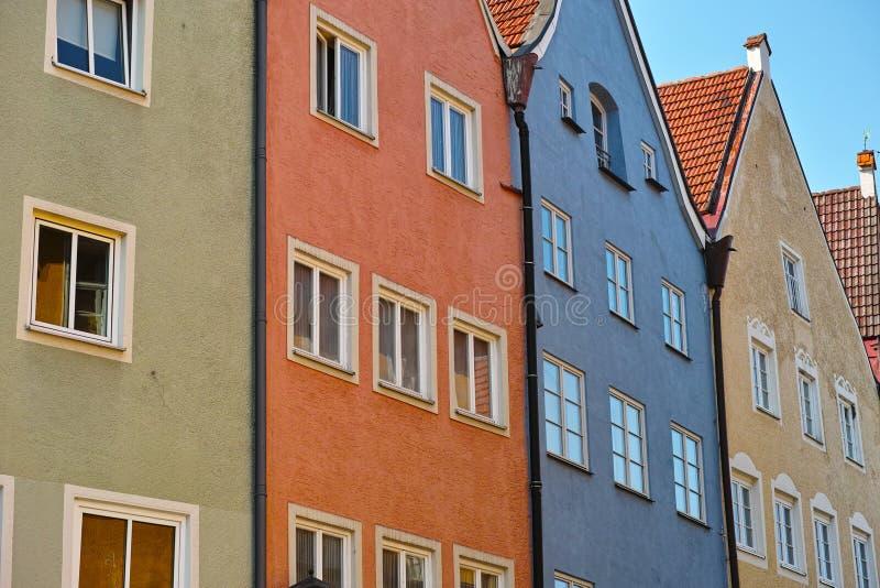 Fila colorida de la casa urbana imágenes de archivo libres de regalías