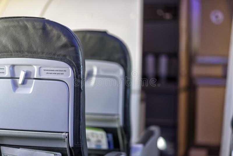Fila de asientos en un aeroplano foto de archivo libre de regalías