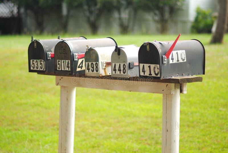 Fila de cajas rurales foto de archivo