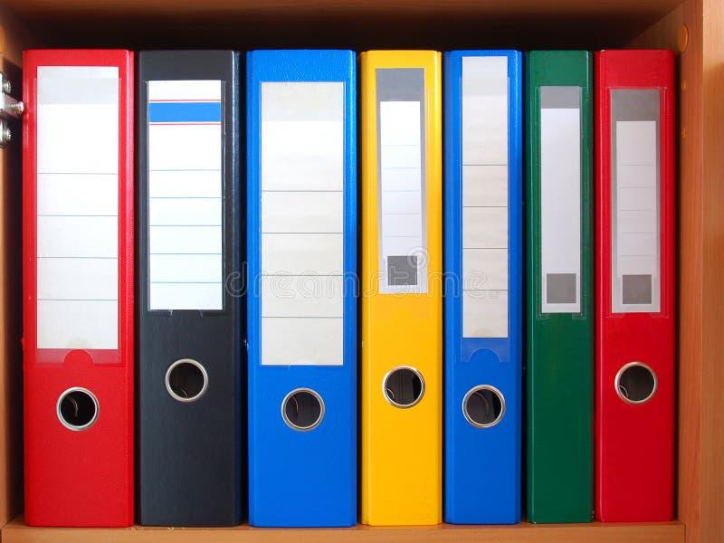 Fila de carpetas imágenes de archivo libres de regalías