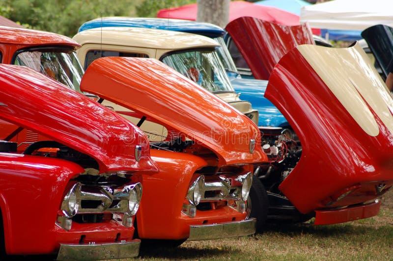 Fila de carros clásicos imagen de archivo libre de regalías