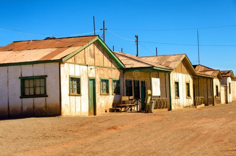 Fila de casas abandonadas fotografía de archivo