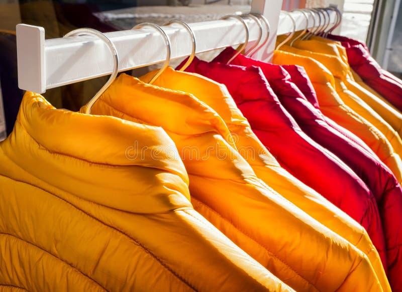 Fila de chaquetas fotografía de archivo libre de regalías