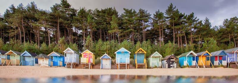 Fila de la choza de la playa en la costa de Norfolk foto de archivo
