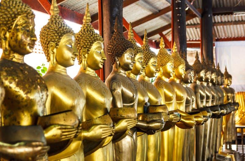 Fila de la estatua de Buddha foto de archivo libre de regalías