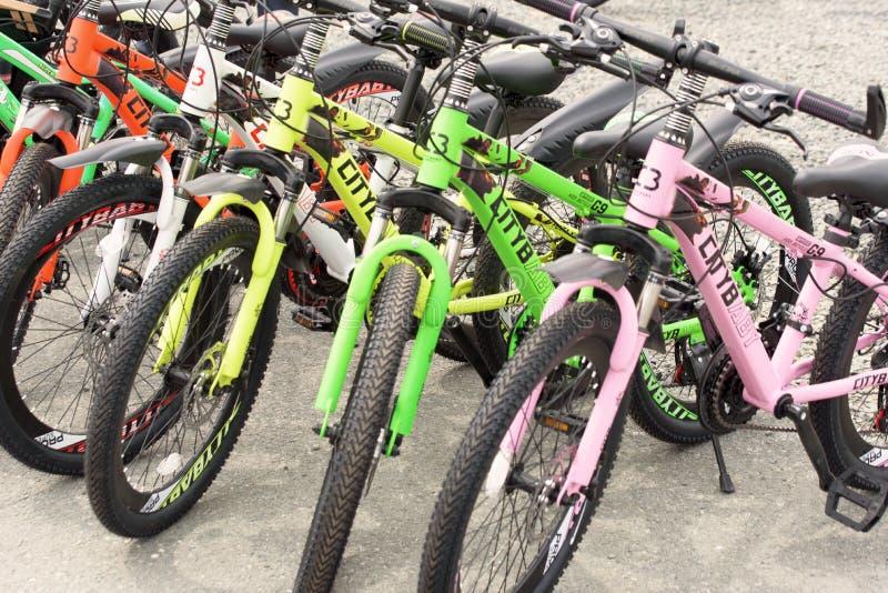 Fila de las bicicletas para la venta fotos de archivo libres de regalías
