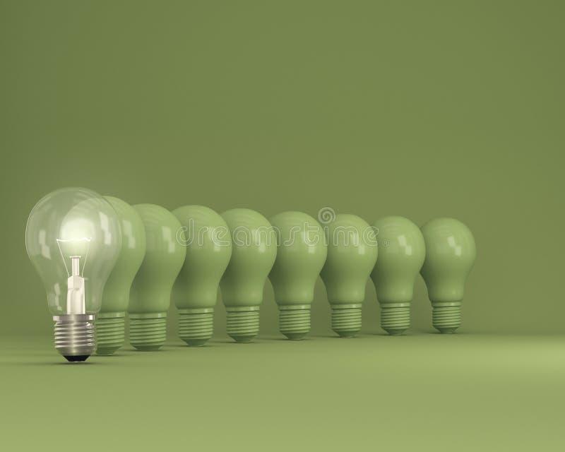 Fila de las bombillas con que brillan intensamente una diversa idea en fondo verde imagen de archivo libre de regalías