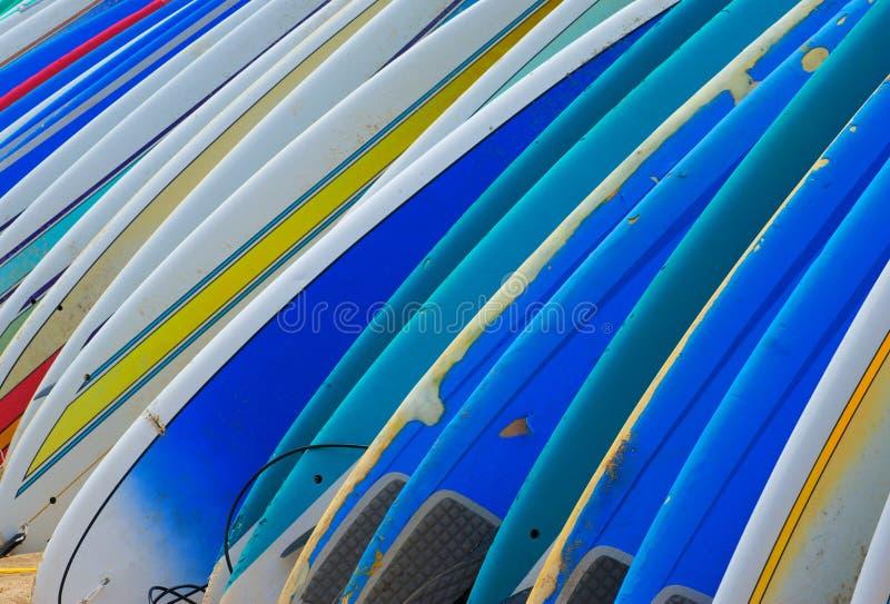 Fila de las tarjetas de resaca brillantemente coloreadas foto de archivo