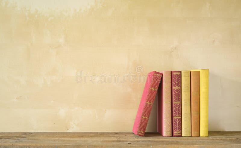 Fila de libros foto de archivo