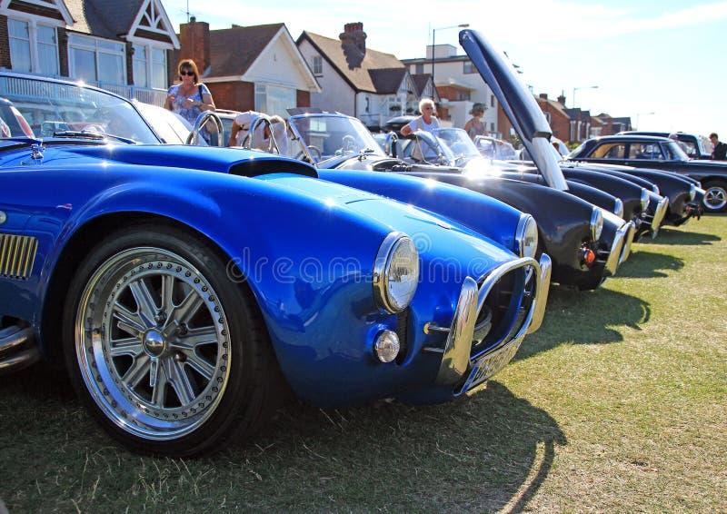 Fila de los coches clásicos de la cobra fotos de archivo