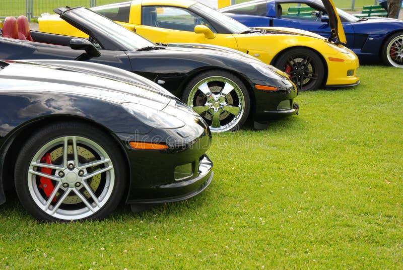 Fila de los coches de deportes imagenes de archivo
