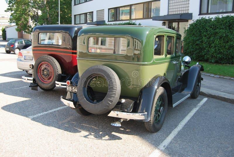 Fila de los coches retros foto de archivo