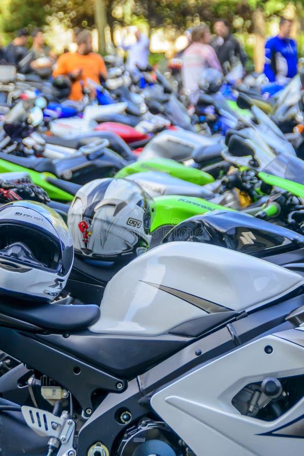 Fila de motocicletas fotos de archivo