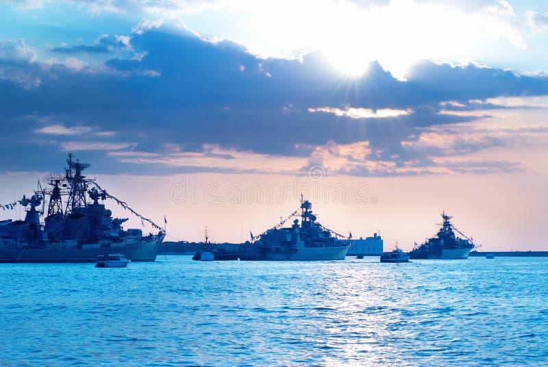 Fila de naves militares foto de archivo libre de regalías
