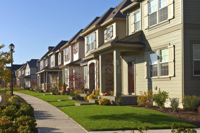 Fila de nuevos hogares en Willsonville Oregon foto de archivo libre de regalías