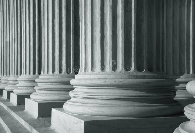 Fila de pilares altos fotografía de archivo