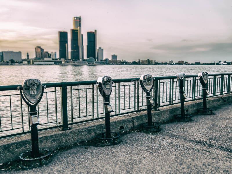 Fila de visita turístico de excursión de los prismáticos de Detroit fotos de archivo