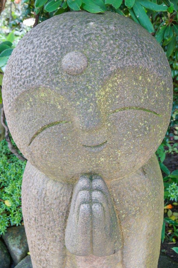 Fila del primo piano delle statue di pietra di bodhisattva di Jizo nel tempio di Hase-dera immagine stock libera da diritti