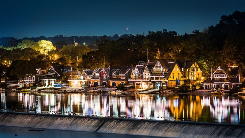 Fila del varadero de Philadelphia por noche imagenes de archivo