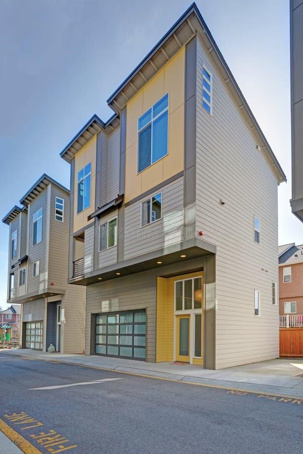 Fila delle costruzioni di appartamento americane fotografia stock libera da diritti